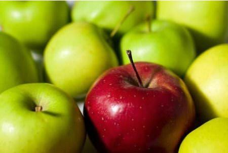 Яблоки зеленые и красное
