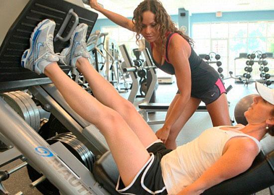Плюсы и минусы индивидуальных тренировок. Сколько сейчас стоят занятия с персональным тренером?
